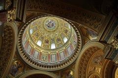 美丽的曲线在宽容大教堂里成拱形穹顶 库存图片