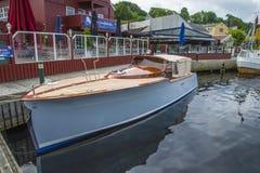 美丽的木小船 免版税库存照片