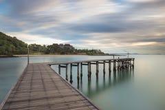 美丽的木桥 免版税库存照片