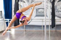 美丽的杆舞蹈家 免版税库存照片