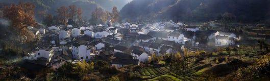 美丽的村庄在秋天 库存照片