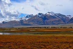 美丽的村庄在西藏 免版税库存照片