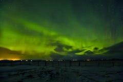 美丽的极光borealis在冰岛,在早冬天perio的射击 库存图片