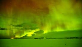 美丽的极光borealis在冰岛,在早冬天perio的射击 免版税库存图片