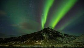 美丽的极光borealis在冰岛,在早冬天perio的射击 图库摄影