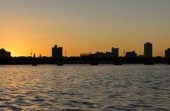 美丽的桥梁剪影在波士顿 免版税库存照片