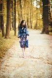 美丽的森林妇女年轻人 免版税库存图片