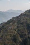 美丽的森林山的平安的村庄 免版税库存图片