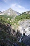 美丽的横向山俄国瀑布 库存图片