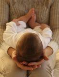 美丽的母亲和她的小逗人喜爱的男婴 库存照片