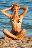 美丽的比基尼泳装白肤金发的性感的&# 图库摄影