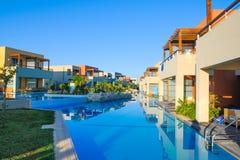 美丽的水池盐水湖在豪华旅馆里 免版税库存照片