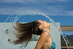 美丽的池游泳妇女 免版税库存照片