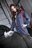美丽的汽车修理师 库存图片