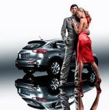 美丽的汽车夫妇末端年轻人 免版税库存图片