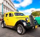 美丽的汽车经典日浅滩哈瓦那 库存照片