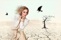 美丽的沙漠妇女 免版税图库摄影