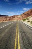 美丽的沙漠山路 免版税图库摄影