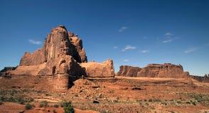 美丽的沙漠形成横向岩石 库存图片
