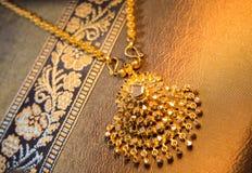 美丽的泰国样式金首饰 图库摄影