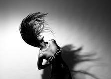 美丽的流的女孩头发 免版税库存照片