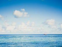 美丽的海和蓝天背景,海景 免版税图库摄影