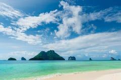 美丽的海岛在热带纬度 图库摄影