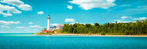 美丽的海岛灯塔 免版税库存图片