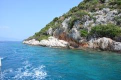 美丽的海岸在地中海 免版税库存照片