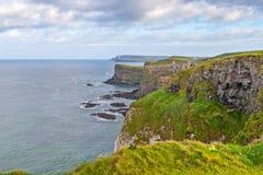 美丽的海岸在爱尔兰 免版税库存照片