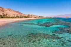 美丽的海岸线在埃拉特,以色列。 免版税库存照片
