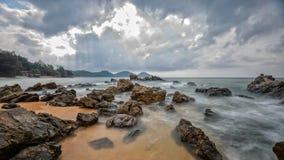 美丽的海景海运和岩石 免版税库存图片