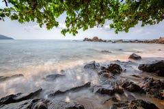 美丽的海景海运和岩石 图库摄影
