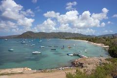 美丽的海湾和风船在马提尼克岛怀有 图库摄影