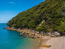 美丽的海湾在亚伯塔斯曼国家公园,新西兰 库存照片