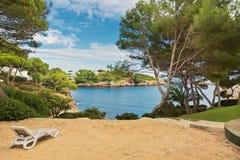 美丽的海湾海滩绿松石海水 马略卡海岛 免版税库存图片