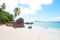 美丽的海滩在塞舌尔 免版税图库摄影