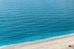 美丽的海滩在希腊 免版税库存照片