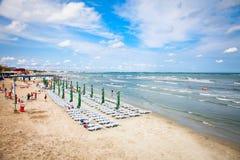 美丽的海滩在2012年8月11日的夏天Mamaia,罗马尼亚。 免版税库存图片