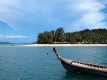 美丽的海滩在Krabi,泰国 免版税库存照片