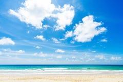 美丽的海运 海滩karon普吉岛泰国 聚会所 图库摄影