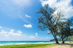 美丽的海运 海滩karon普吉岛泰国 聚会所 免版税库存图片