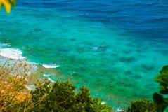 美丽的海运 Apo,菲律宾,在海岛海滩线的看法 顶视图 免版税图库摄影