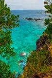 美丽的海运 Apo,菲律宾,在海岛海滩线的看法 顶视图 库存图片
