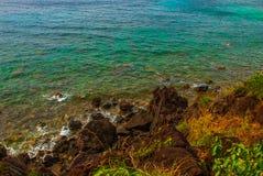 美丽的海运 Apo,菲律宾,在海岛海滩线的看法 顶视图 免版税库存照片