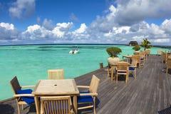 美丽的海滩、游艇和水villa.maldives 免版税库存图片