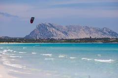 美丽的海滩全景在撒丁岛,意大利 库存图片