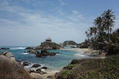 美丽的海滩和小屋在El Cabo 库存图片