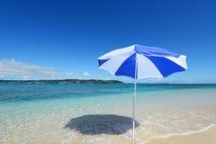 美丽的海滩在冲绳岛 库存图片