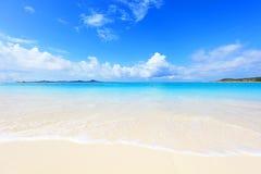 美丽的海滩在冲绳岛 免版税图库摄影